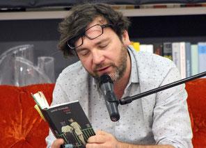Buchautor David Schalko bei einer seiner Lesungen.