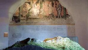 Pfalzmuseum Forchheim, Modell der Ehrenbürg und Wandmalerei