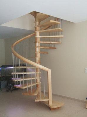 Artisan fabricant d'escaliers sur mesure bois, verre  et inox.