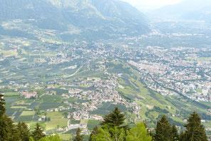 Dorf Tirol oberhalb Meran in Südtirol