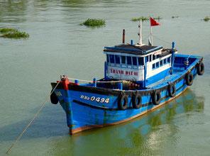 ein ankerndes Fischerboot im Han Fluss
