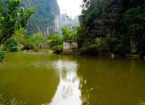 zu den Reisfeldern gelangt man auf diesen Wasserwegen