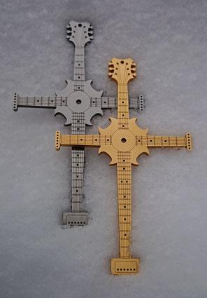 Instruments on Body, Schmuck für Musiker, Schmuck für Gitarristen, Accessoires für Musiker, Accessoires für Gitarristen, Fashion für Musiker, Halskette für Musiker, Halskette für Gitarristen, Halsschmuck Kreuz, Accessoires Kreuz.