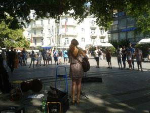 Straßenmusik in Baden-Baden mit Caro am Cello