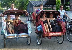 riksja fietstaxi feest intocht optocht carnaval vrijgezellenfeest budgetvriendelijk spectaculair