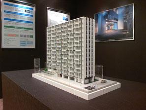 S=1/100のマンション(集合住宅)の建築模型をモデルルームに展示しました
