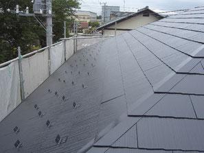 屋根(コロニアル) 塗装中