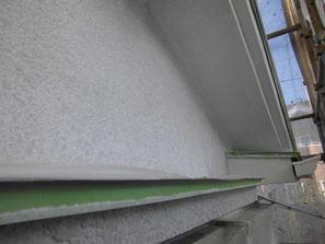 軒裏天井(モルタル) 塗装中