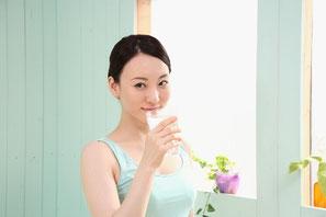 女性のニキビ・肌荒れ改善する水素水飲料