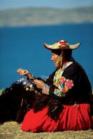 Schwimmende Inseln der Uros - Tititcacasee -Paititi-Tours