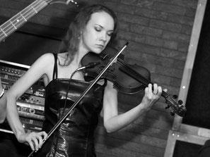 Группа Добрый Шубинъ - Юлия Иванова, скрипка