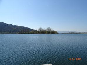 Werratalsee, links Leuchtberg, im Hintergrund Hoher Meißner