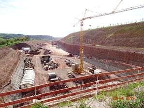 Westportal Trimbergtunnel, kilometerlange Böschungen und Böschungssicherungen