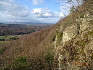 Blick entlang der Rabenklippen zum Eichsfeld