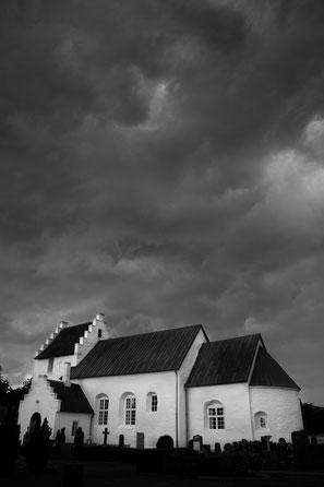 St. peter Bornholm Pedersker Sturm Regen Schwarzweiss Fotografie Dänemark