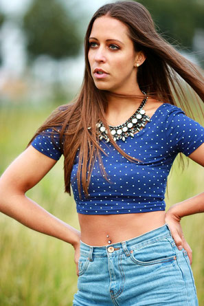 #blau #colier #shorts #jeans #longhair #brunette #teint #Feld #nature #Köln #2015 #model #girl #OlgaEnnsPHOTOGRAPHY #Beauty #Fashion #Portrait #cng #Köln #NRW #Germany #Deutschland #Fotograf #Empfehlung #Fotoshooting