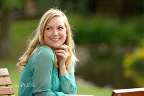 Olga Enns PHOTOGRAPHY, Fotografie, Portrait, Lifestyle, Business, Bewerbungsfoto, Natur, Ausstrahlung, Blond, Regen