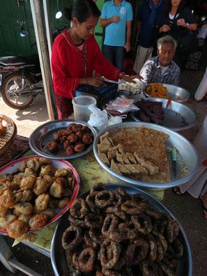 Leckereien auf dem Markt in Kalaw