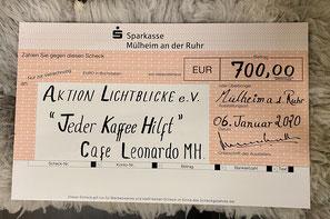 Cafe Leonardo© - Spendenscheck für Aktion Lichtblicke e.V.