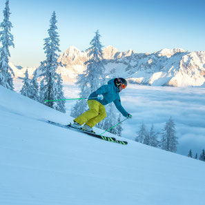 Perfekter Skitag auf der Hochwurzen mit Blick auf den Dachstein