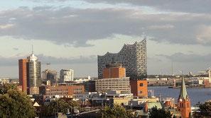 Stadtereisen nach Hamburg mit Insidertipps jetzt bei Singer Reisen und Versicherungen buchen...