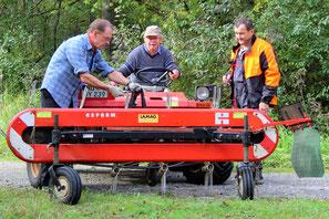 Mechaniker Metrac Traktor Kleintraktor Bandrechen Naturschutz Biotoppflege Mäharbeiten Schwadenrechen LBV Neu-Ulm