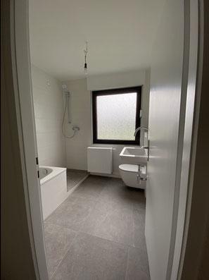 Badsanierung - neue Aufteilung mit Dusche und Badewanne