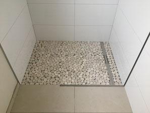 Mosaik rund für den Duschbereich und Großformat Fliesen