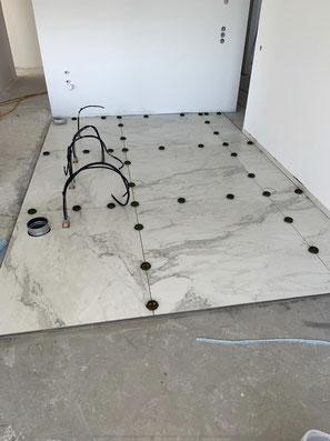Großformat Fliese für Küche und Elektrik vorbereitet