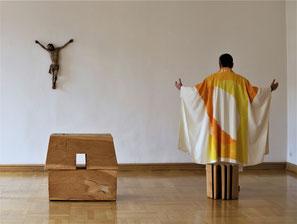Klaus Simon: Kasel und Stola für die Kapelle Kloster Weingarten,  Fotografien von Dr. Ilonka Czerny, Akademie der Diözese Rottenburg-Stuttgart