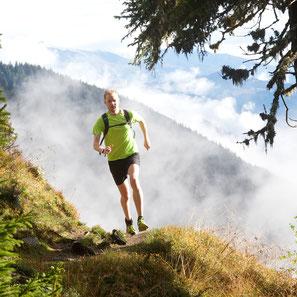 Läufer Andreas Beulertz beim Trailrun im Ski- und Wandergebiet vo Disentis 3000 unterwegs. Foto: Stefan Schwenke