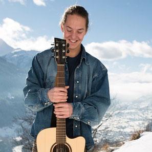 Bei den Bergbahnen Disentis 3000 in Graubünden gibt es auch in diesem Winter Livemusik im Skigebiet. Foto: Bergbahnen Disentis 3000