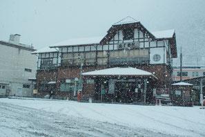 1月15日 降雪中の奥多摩駅前