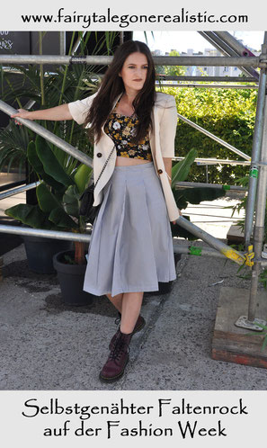 Selbstgenähter Faltenrock zur Fashion Week Vintage Chanel Tasche Streetstyle Nähblog Modeblog Nähanleitungen
