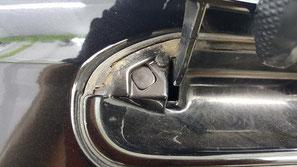 BNR32黒 ドアノブ隙間の泥汚れ