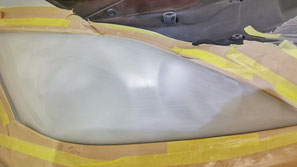 レクサスISのヘッドライトをペーパー研磨でひび除去