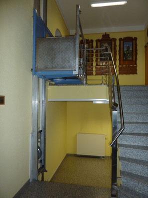 Für Rollstuhlfahrer gibt's einen Aufzug