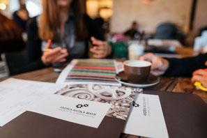 aktive Planung, analysieren der finanziellen Situation, Versicherungen, Verträge prüfen