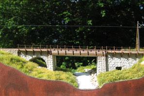 Sidelenbachbrücke, montiert und ausgestaltet