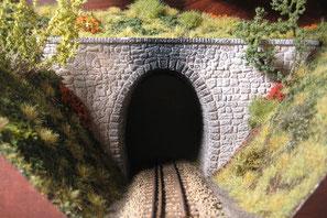 Tunnelportal gestaltet