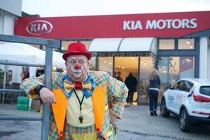 Caramello a fare spettacolo di BENEFICENZA per gli amici del Dottor Clown di Rimini al Kia Motors di Rimini.