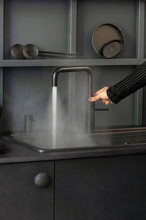 Kochend-Wasserhahn mit Mischbatterie – der Quooker Classic Fusion bietet warmes, kaltes & kochendes Wasser aus einem Hahn – www.hauste.ch