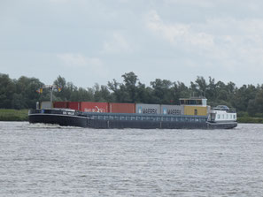 Containerschip De Valk