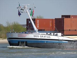 Containerschip Deo Gratias