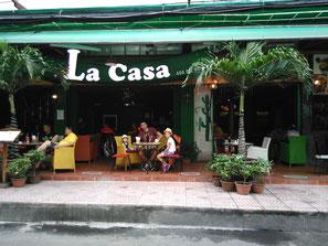 Bar dans le quartier des routards