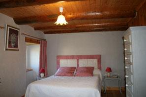 chambre triple avec lit double et lit simple en haute-loire