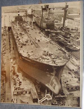 """Foto auf Bilderrahmen, Supertanker """"Esso Gascogne"""" kurz vor dem Srapellauf"""