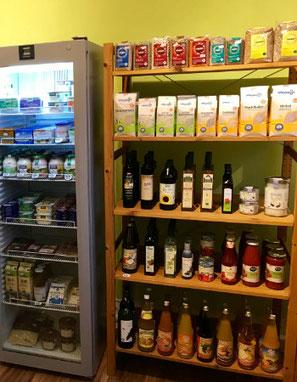 Auswahl an Bio-Molkerei und -Naturkostprodukten