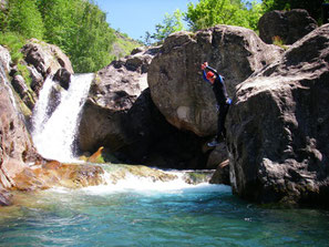 camping pyrénées pour Parapente, canyoning, randonnées, vtt, cyclo, pêche