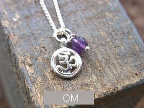 Zarte Silberkette mit kleinem OM Anhänger aus Silber
